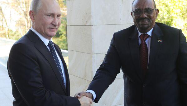Vladimir Putin e Omar al-Bashir - Sputnik Italia