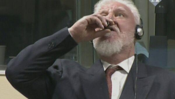 L'ex comandante bosniaco croato Slobodan Pralyak ingerisce del veleno dopo il verdetto della commissione di appello del Tribunale dell'Aia. - Sputnik Italia