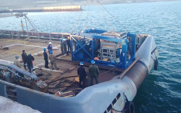 L'imbarcazione che ha portato il sommergibile russo Pantera Plus - Sputnik Italia