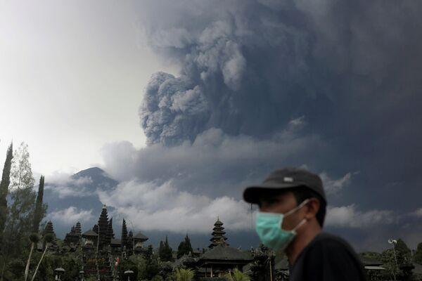 L'eruzione del vulcano Agung all'isola di Bali in Indonesia. - Sputnik Italia