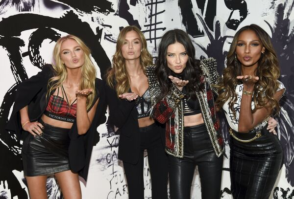 Le angeli di Victoria's Secret Romee Strijd, Josephine Skriver, Adriana Lima and Jasmine Tookes. - Sputnik Italia