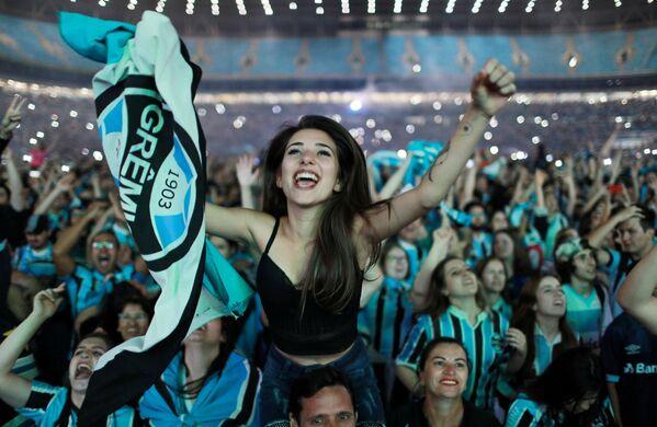 La tiffose brasiliane festeggiano la vittoria della squadra Gremio. - Sputnik Italia