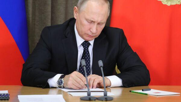 President Putin chairs meeting on army modernization - Sputnik Italia