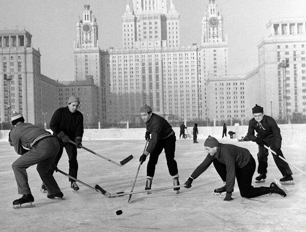 Dicembre a Mosca, dal 1935 a oggi - Sputnik Italia