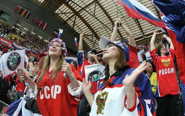 Tifose russe sugli spalti durante una partita di hockey della nazionale. A Pyeongchang potranno fare lo stesso? - Sputnik Italia