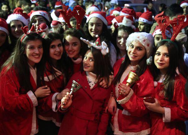 Le assistenti di Babbo Natale - Sputnik Italia