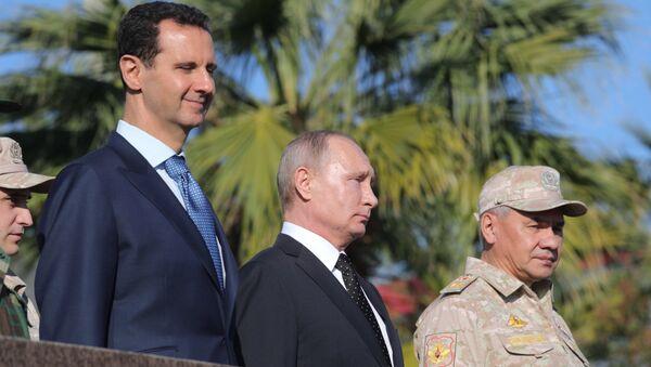 President of Russia Vladimir Putin, President of Syria Bashar al-Assad (left) and Defense Minister Sergei Shoigu at the Hmeymim Air Base in Syria - Sputnik Italia