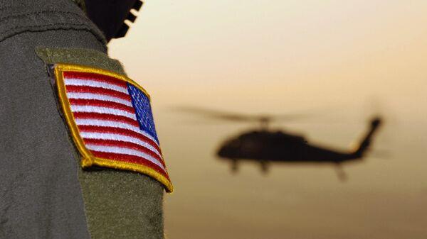 Close-up of a US Flag patch as a US Army (USA) UH-60A Black Hawk (Blackhawk) helicopter  - Sputnik Italia