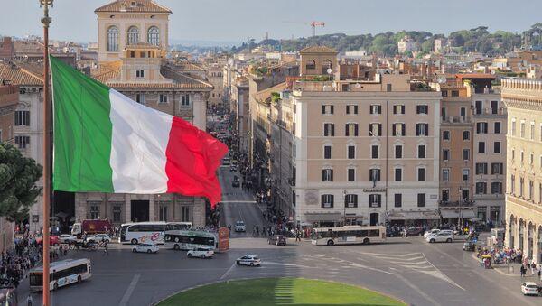 Roma, bandiera italiana - Sputnik Italia