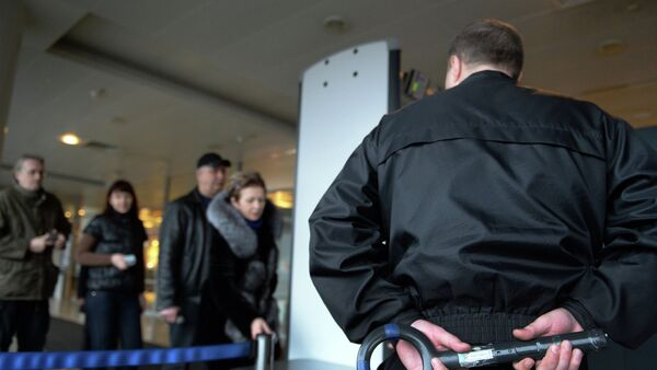 Checking passengers and luggage at Sheremetyevo airport - Sputnik Italia