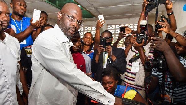 Звезда футбола Джордж Веа на президентских выборах в Либерии  - Sputnik Italia