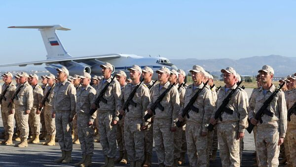 Russian army servicemen during the ceremony of meeting President Vladimir Putin at the Khmeimim Air Base in Syria - Sputnik Italia