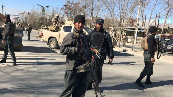 Afghan policemen stand guard at the site of a blast in Kabul, Afghanistan December 28, 2017 - Sputnik Italia