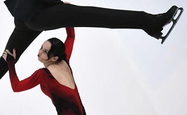 I pattinatori Betina Popova e Sergei Mozgov si esibiscono a San Pietroburgo. - Sputnik Italia