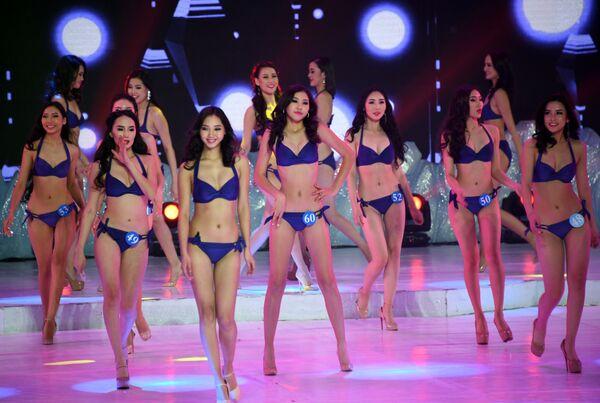Le partecipanti al concorso tra Cina, Russia e Mongolia L'ambasciatrice della bellezza in Manciuria. - Sputnik Italia