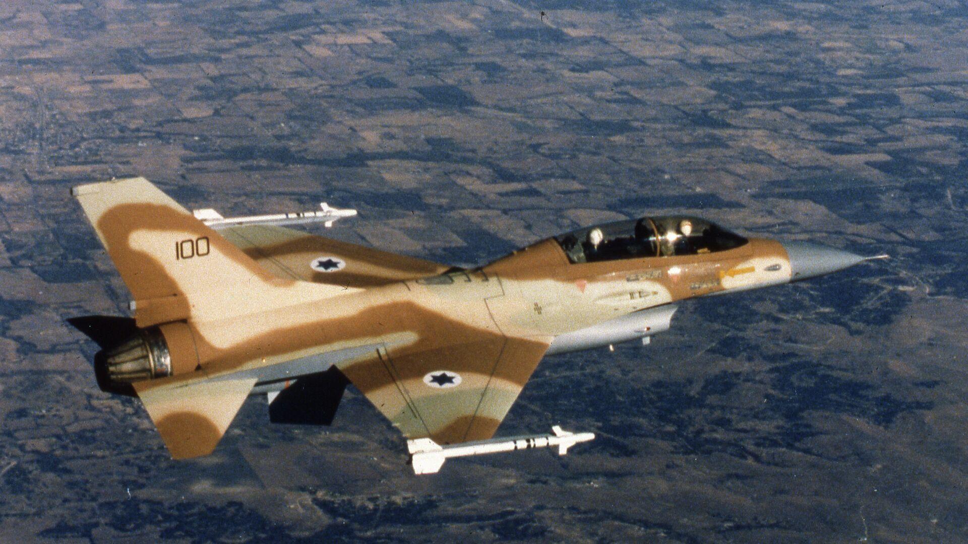 An Israeli Air Force F-16 jet fighter in flight over Israel 1980. - Sputnik Italia, 1920, 14.10.2021