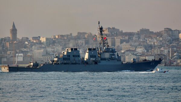 The U.S. Navy destroyer USS Carney sets sail in the Bosphorus, on its way to the Black Sea, in Istanbul, Turkey, January 5, 2018 - Sputnik Italia