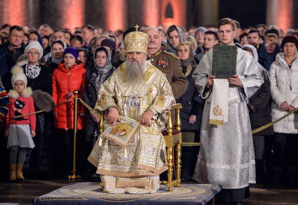 Il metropolita di San Pietroburgo e Ladoga Barsanufio conduce la Messa di Natale nella Cattedrale di Kazan a San Pietroburgo. - Sputnik Italia