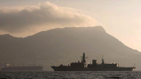 Nave della Marina britannica nel canale della Manica - Sputnik Italia
