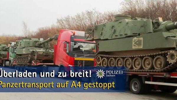 Polizei stoppt Panzertransport auf der A4 - Sputnik Italia