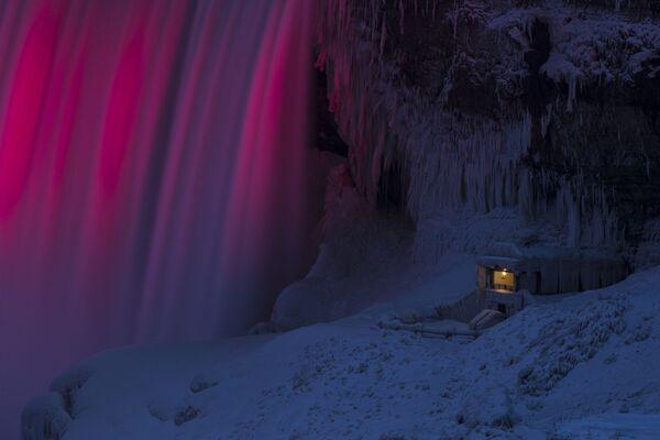 Al piede del Niagara. - Sputnik Italia