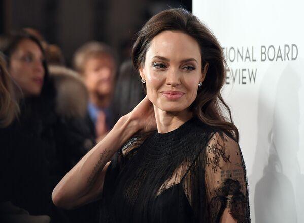 L'attrice statunitense Angelina Jolie alla National Board of Review Awards a New York. - Sputnik Italia