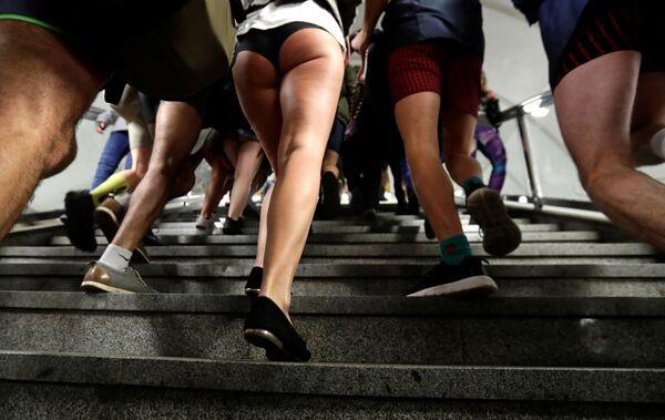 I partecipanti al No Pants Subway Ride a Praga, Repubblica Ceca. - Sputnik Italia