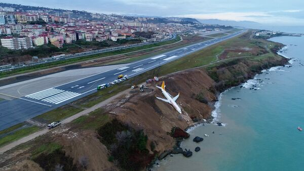 A Pegasus Airlines aircraft is pictured after it skidded off the runway at Trabzon airport by the Black Sea in Trabzon, Turkey, January 14, 2018 - Sputnik Italia
