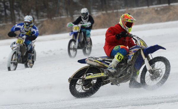 Motocross sul ghiaccio a Vladivostok - Sputnik Italia