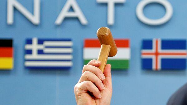 Il Segretario Generale della NATO Jens Stoltenberg proclama l'inizio del vertice ministeriale Nato-Georgia il 16 febbraio 2017 a Bruxelles - Sputnik Italia