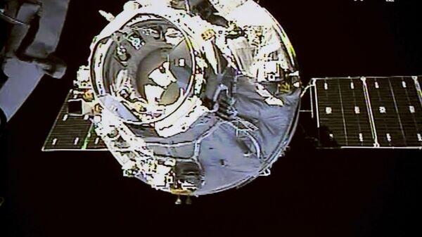 Китайский грузовой космический корабль Tianzhou-1 движется к космической лаборитории Tiangong-2 - Sputnik Italia