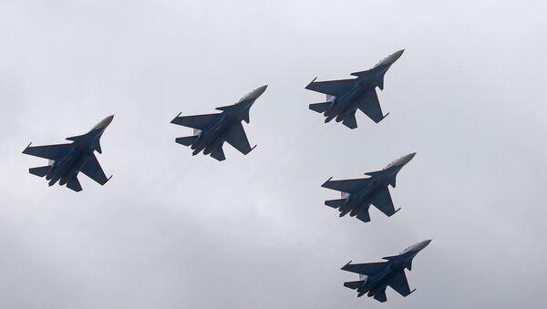 I Cavalieri Russi in volo - Sputnik Italia