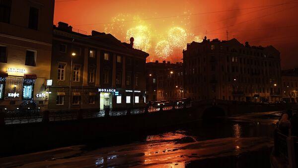 San Pietroburgo, i fouchi d'artificio in occasione della fine dell'assedio di Leningrado - Sputnik Italia