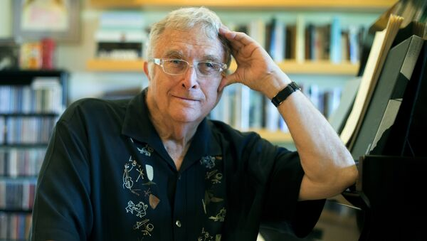 In this July 27, 2017 photo, singer-songwriter Randy Newman poses for a portrait at his home in Pacific Palisades, Calif. - Sputnik Italia