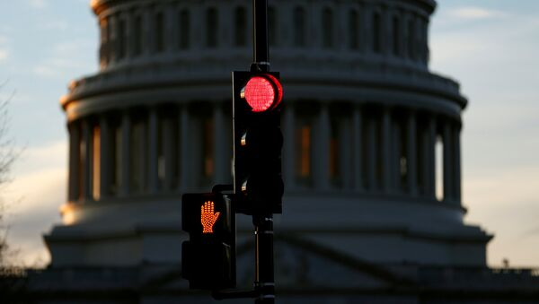 A traffic light shines red after President Donald Trump and the U.S. Congress failed to reach a deal on funding for federal agencies in Washington, U.S., January 20, 2018 - Sputnik Italia