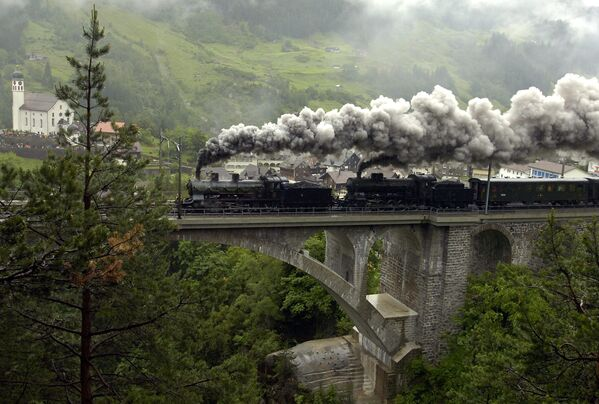 Una locomotiva a vapore, il 125° anniversario della ferrovia del Gottardo, Swizzera. - Sputnik Italia
