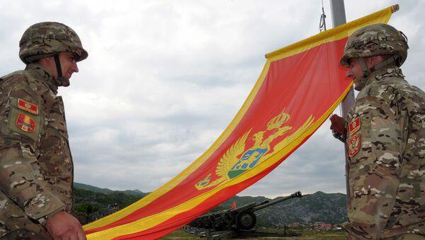 Militari con la bandiera del Montenegro - Sputnik Italia