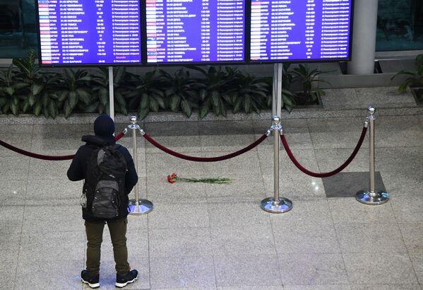 L'aereo è precipitato domenica pochi minuti dopo il decollo dall'aeroporto di Mosca Domodedovo. Tutti i 65 passeggeri e sei membri dell'equipaggio sono morti. - Sputnik Italia