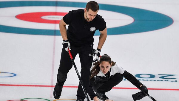 I giocatori di curling russi Anastasia Bryzgalova e Aleksandr Krushelnitckii - Sputnik Italia