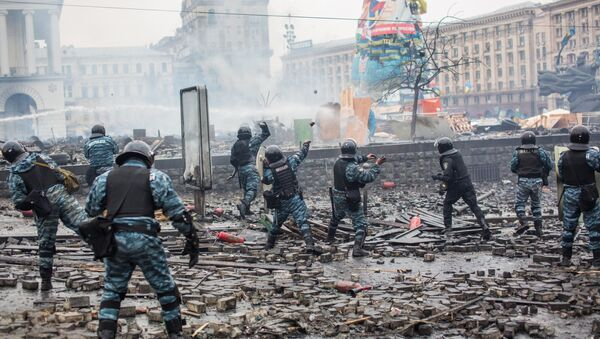 Agenti della polizia antisommossa in Piazza Maidan - Sputnik Italia
