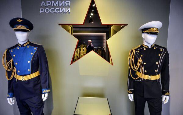 La portaerei russa Admiral Kuznetsov ha ispirato Voentorg per una collezione di vestiti - Sputnik Italia