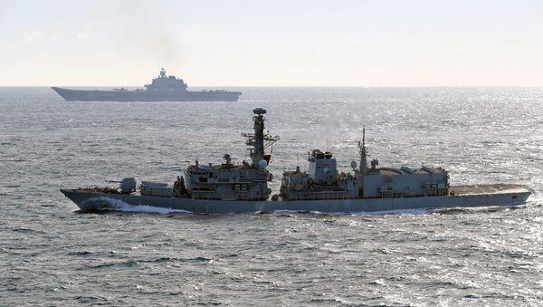 British Navy and Air Force escort Admiral Kuznetsov aircraft carrier through the English Channel - Sputnik Italia