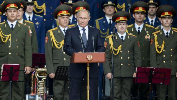 Presidente della Federazione Russa Vladimir Putin alla ceremonia d'inaugurazione del forum Armija-2015. - Sputnik Italia