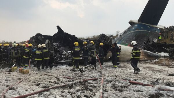 Wreckage of an airplane is pictured as rescue workers operate at Kathmandu airport, Nepal March 12, 2018 - Sputnik Italia