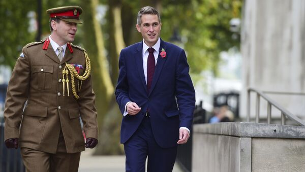 Gavin Williamson, right, outside the Ministry of Defence in London after he was named as the new Secretary of State for Defence following the resignation of Sir Michael Fallon who admitted his behaviour had fallen below the high standards required in the role, Thursday, Nov. 2, 2017. - Sputnik Italia