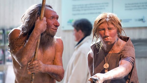 The prehistoric Neanderthal man N, left, is visited for the first time by another reconstruction of a homo neanderthalensis called Wilma, right, at the Neanderthal museum in Mettmann, Germany, Friday, March 20, 2009 - Sputnik Italia