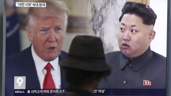 In this Aug. 10, 2017, file photo, a man watches a television screen showing U.S. President Donald Trump and North Korean leader Kim Jong-un during a news program at the Seoul Train Station in Seoul, South Korea. - Sputnik Italia