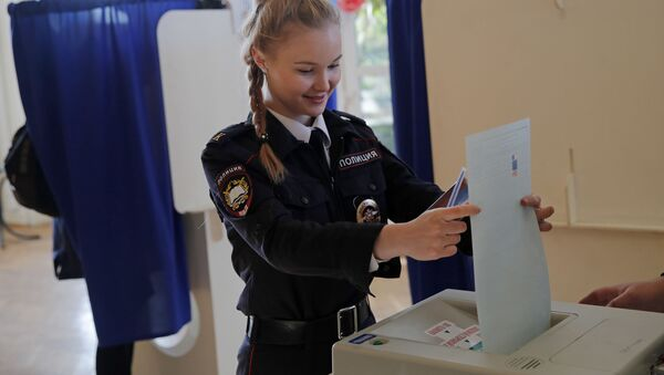 Una cadetta alle elezioni - Sputnik Italia