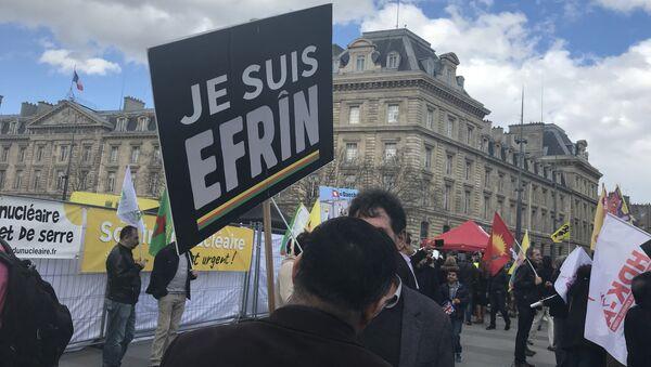 Une manifestation contre l'opération turque à Afrine organisée à Paris le 11 mars 2018 - Sputnik Italia