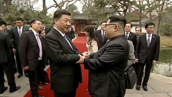 Xi Jinping con Kim Jong Un a Pechino - Sputnik Italia